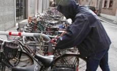 Rubano una bicicletta da invalidi <br/> quattro ragazzini finiscono nei guai