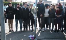 Le lacrime per Antonio Previati <br/> degli amici e dei compagni di classe