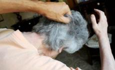 85enne malata di Alzheimer <br/> pestata da figlia e nipote