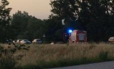 Una donna trovata morta lungo l'argine del Po in Alto Polesine