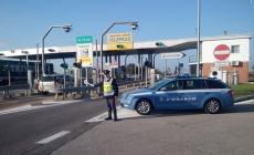 Ubriaco al volante con la patente sospesa: denunciato dalla Polstrada