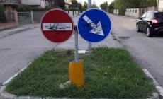 I vandali prendono di mira la segnaletica stradale