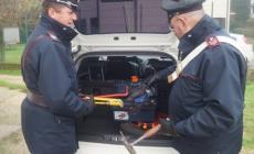Evade dai domiciliari ma i carabinieri ne intercettano la fuga