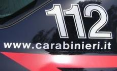 Ubriaco si schianta e aggredisce i carabinieri
