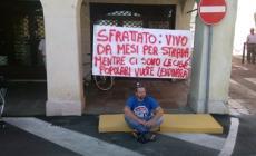La vittima, Lorenzo Ferracin fra precedenti per droga e la protesta per la casa