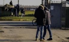 """""""Ragioni di igiene"""", profughi via dal campo di calcio"""
