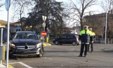 Schianto sulla rotatoria ad Adria, miracolati i conducenti