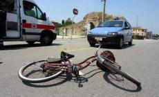 Schianto con l'auto, profugo in bici fa un volo di 20 metri