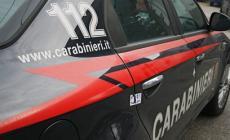 Annuncia di buttarsi sotto il treno, ma i carabinieri lo bloccano