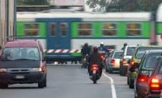 Passaggio a livello in tilt, pericoli a disagi per treni e automobili