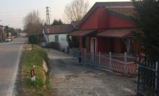Manca il guardrail in via Martiri di Belfiore: pericolo per le case