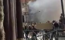 Fumogeni in piazza San Marco per coprirsi la fuga dopo la rapina