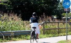 Pattinatori abusivi in pista ciclabile, scoppia la lite