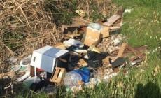 Ancora rifiuti abbandonati in città