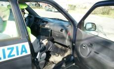 Minorenne al volante di un'auto rubata, i vigili lo fermano