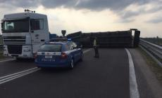 Camion perde il carico, bloccata l'A13