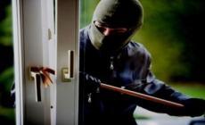 Ladri al Centro scherma, sfondano la porta e rubano del cibo