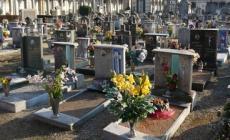 Cimitero, terreno di caccia di ladri e dispettosi