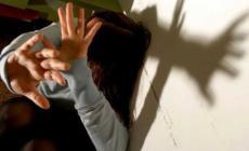 Perseguita la moglie e i figli, 64enne condannato ai domiciliari