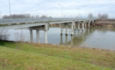 La rampa d'accesso al ponte sull'Adige chiude per... bomba