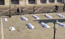 Il dramma dei migranti: installazione temporanea in piazza Garibaldi