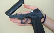 Minaccia di morte il creditore con la pistola (ad aria compressa)