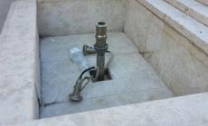 Incuria nella fontana della piazza