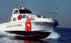 La Guardia costiera salva 27 persone dalla burrasca