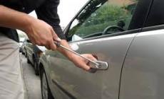 Ancora vandalismi e tentati furti sulle auto in sosta