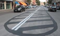 Una pennellata nera e ciao parcheggi in Corso