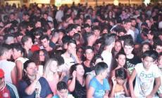 Notte bianca, il popolo dei giovani in delirio