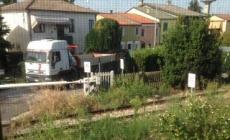 Camion in centro e auto che sfrecciano, proteste a Valliera