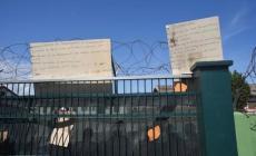 Nuova protesta dei profughi: quella casa in mezzo ai campi non va bene