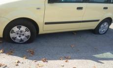 Cimitero, tagliate le gomme all'auto
