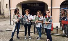 Pane, rose e tanti sorrisi: l'omaggio ai lavoratori del Primo maggio