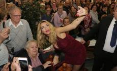 "Valeria Marini: show ""stellare"" in Fattoria"
