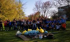 """Un altro successo per """"Fridays For Future"""": raccolti plastica e mozziconi"""
