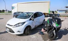 Schianto auto-moto in tangenziale: in due finiscono in ospedale
