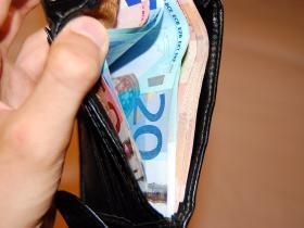 nuovo concetto 2ae09 433f5 Trova un portafogli pieno di soldi e lo restituisce - La ...
