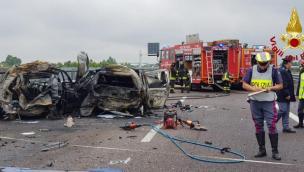 Terrore sulla Valdastico: camion centra le auto in colonna, tre morti carbonizzati