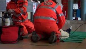 Si ferma il cuore di una ragazzina di 15 anni, la salva il medico del rugby