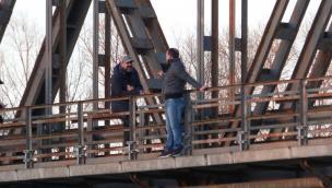 Caccia aperta agli infami del ponte
