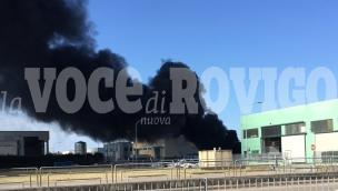 Grosso incendio in cantiere