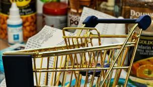 Al supermercato si può comprare solo cibo. E la gente si arrabbia