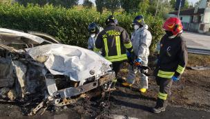 Schianto mortale tra auto in Statale 16: ci sono due vittime