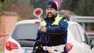 Camionista dieci giornia al volante senza riposo: fermato dai vigili