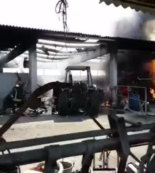 A fuoco una ex stalla, dentro attrezzi e legna