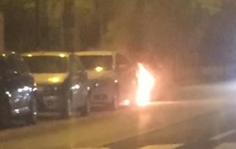 Auto in fiamme in Corso Berlinguer
