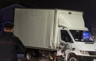 Terribile schianto: in moto contro un furgone, muore calciatore padre di due figli