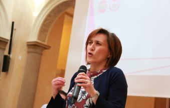 Silvia Menon parla di buche e di buchi nei bilanci